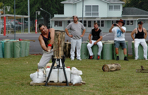 Wood chopping contest Paeroa Highland Games